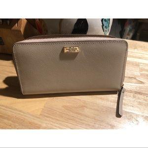 Kate Spade ♠️ off white zip wallet